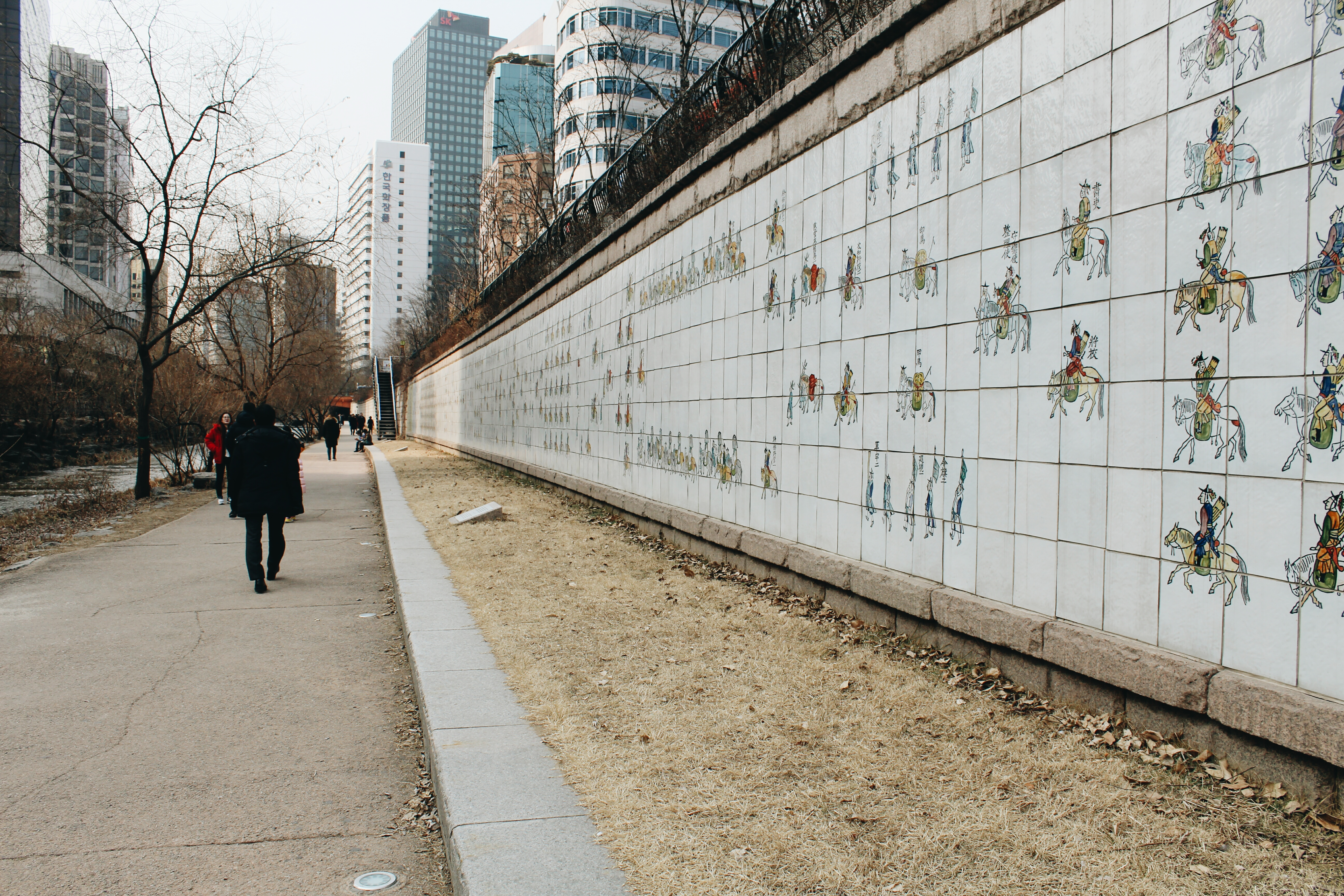 Murals depicting Korean history on the walls of the Cheonggyecheon stream