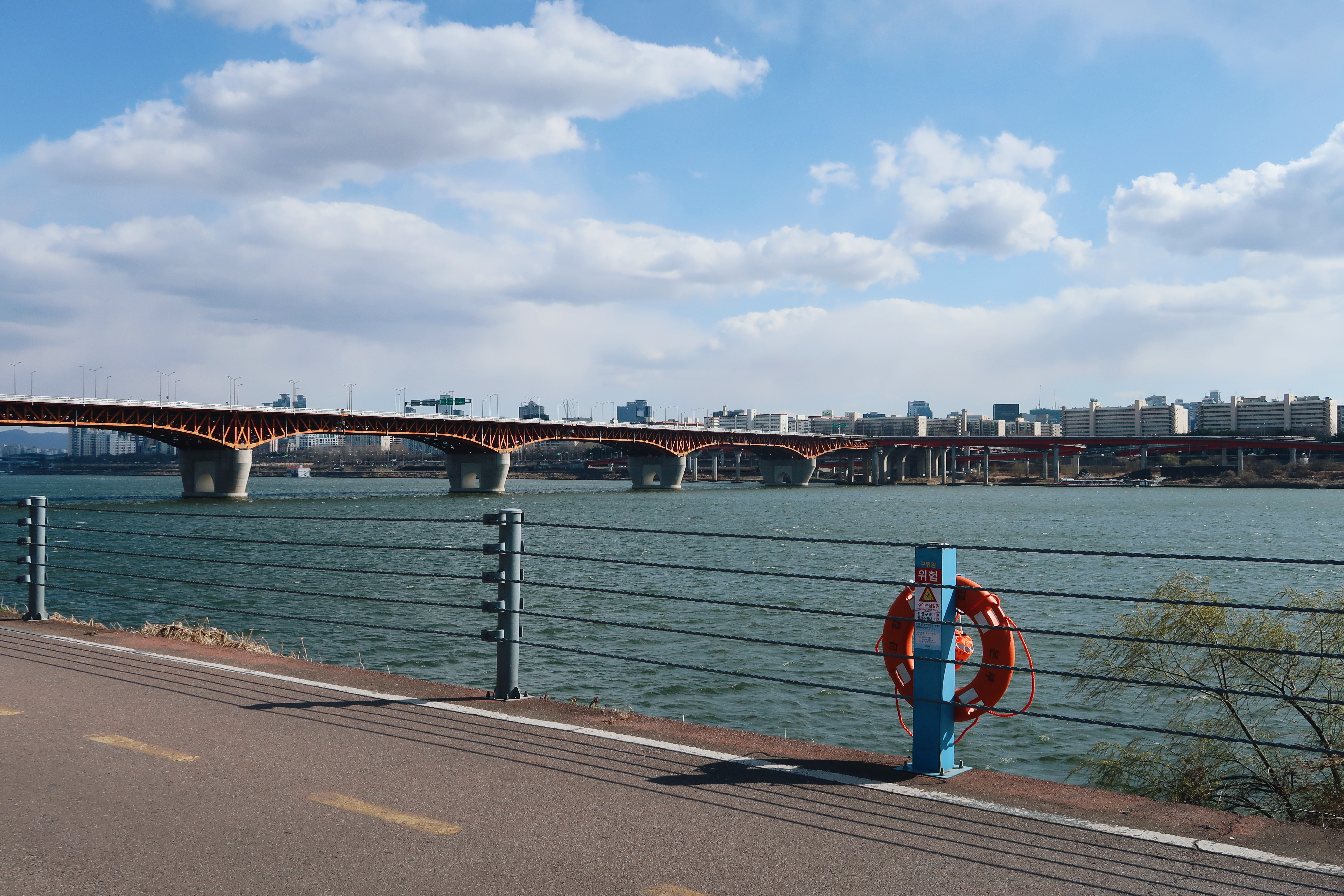 A photo of the Han River with a bridge going from one side to another (Seoul)