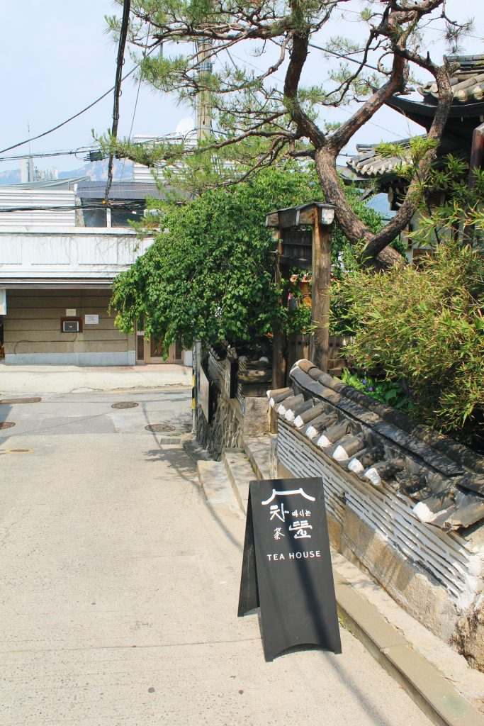 Entrance leading into Cha-teul. It is to the side of the road.