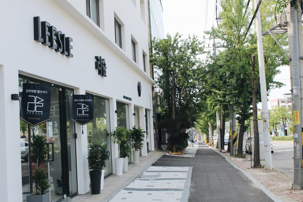 The front of the LEESLE store in Jeonju
